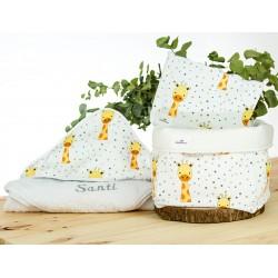 regalo personalizado capa baño bordada, nececer y cesto jirafa